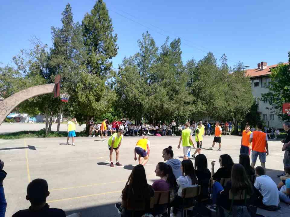 Кошаркашки турнир одељења јагодинске гимназије школске 2017-18. године - слика 1
