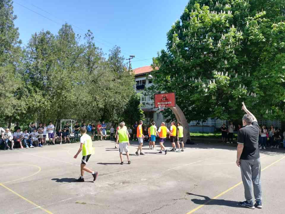 Кошаркашки турнир одељења јагодинске гимназије школске 2017-18. године - слика 4