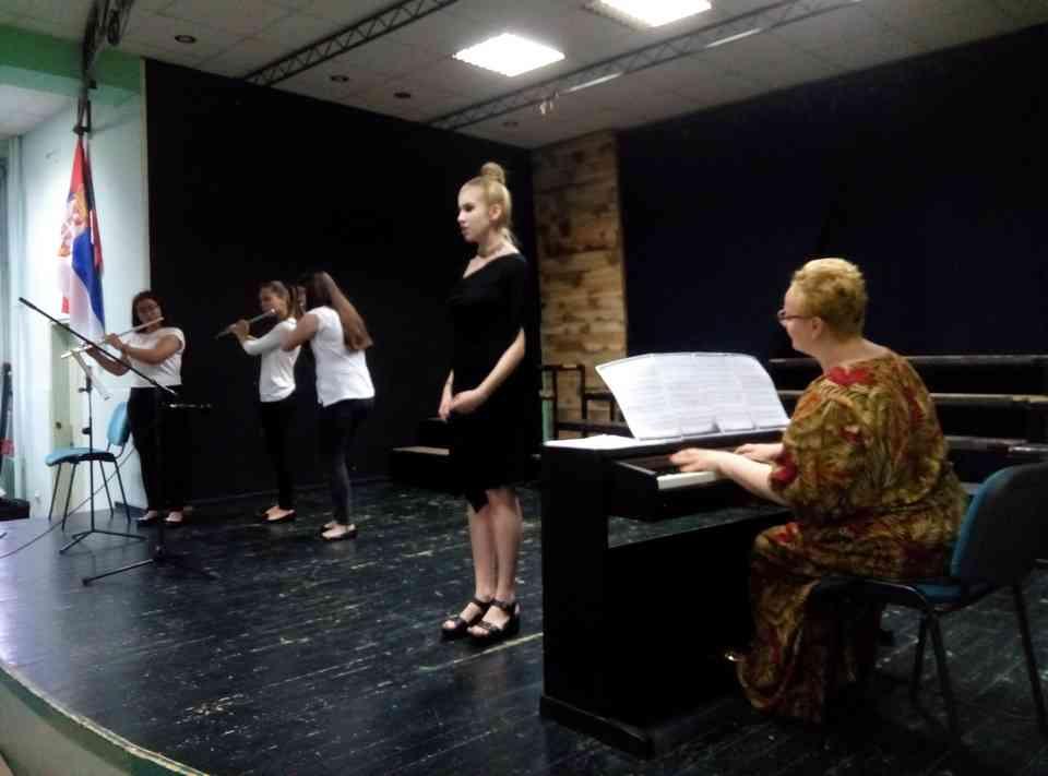 Veče solo pevanja učenika jagodinske gimnazije i muzičke škole Vladimir Đorđević iz Jagodine - slika 17