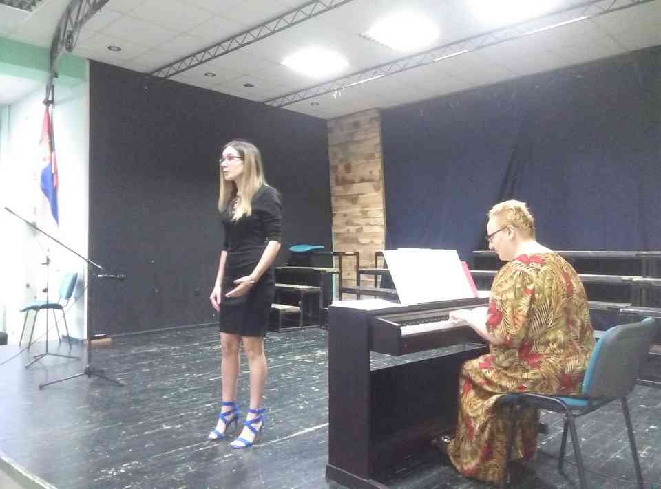 Veče solo pevanja učenika jagodinske gimnazije i muzičke škole Vladimir Đorđević iz Jagodine - slika 18