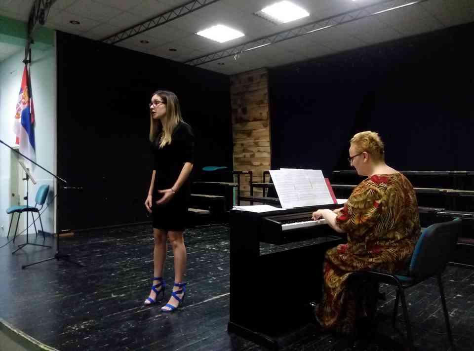 Veče solo pevanja učenika jagodinske gimnazije i muzičke škole Vladimir Đorđević iz Jagodine - slika 19