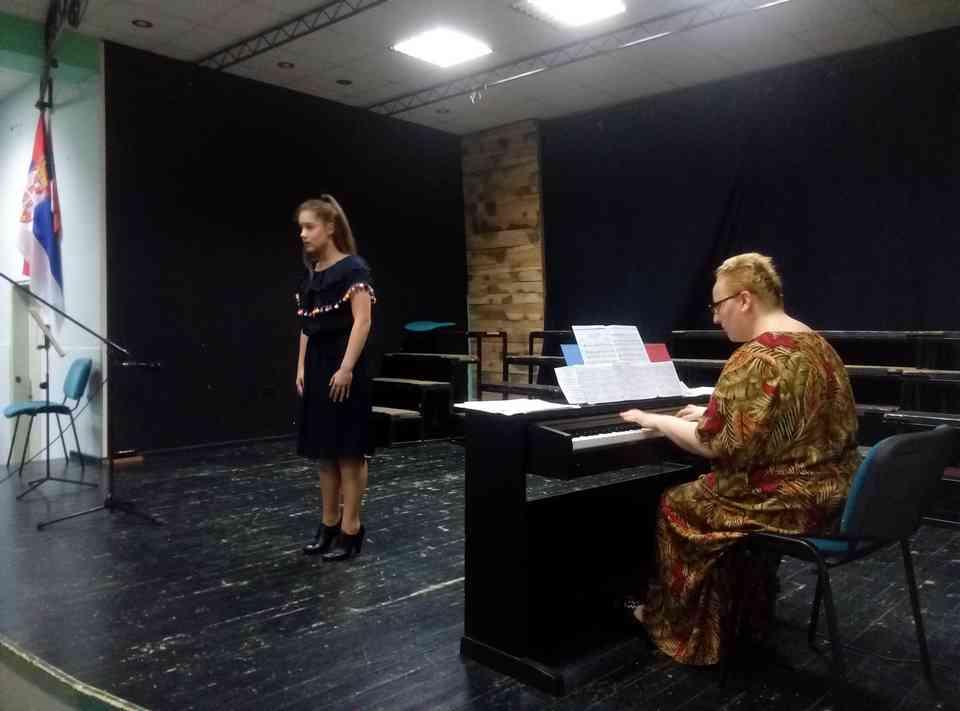 Veče solo pevanja učenika jagodinske gimnazije i muzičke škole Vladimir Đorđević iz Jagodine - slika 24
