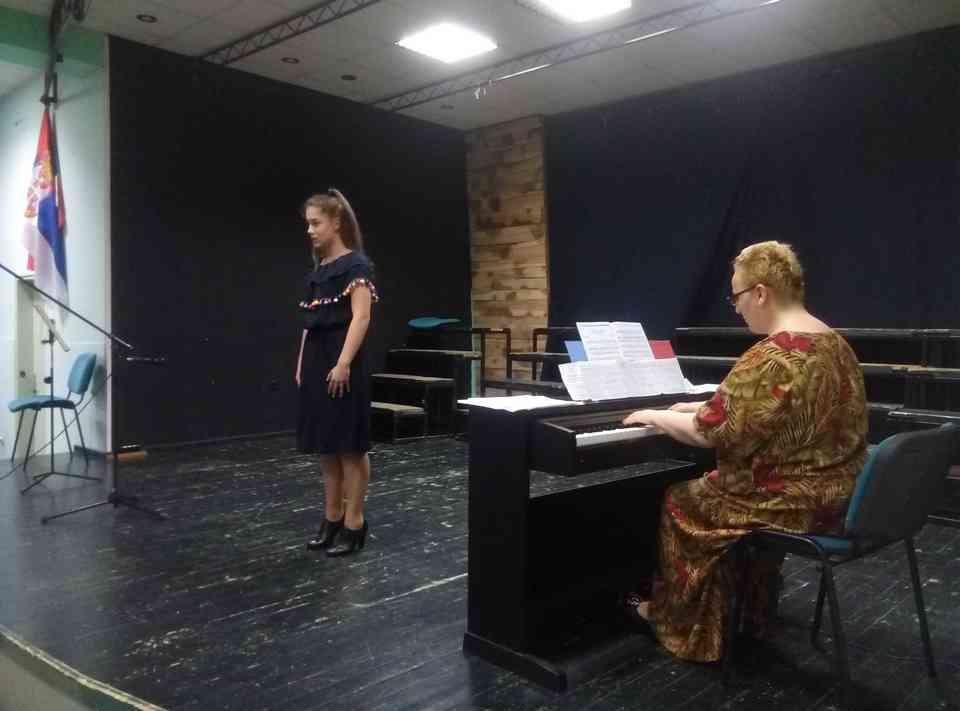 Veče solo pevanja učenika jagodinske gimnazije i muzičke škole Vladimir Đorđević iz Jagodine - slika 25