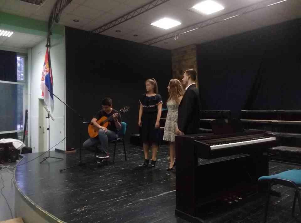 Veče solo pevanja učenika jagodinske gimnazije i muzičke škole Vladimir Đorđević iz Jagodine - slika 29