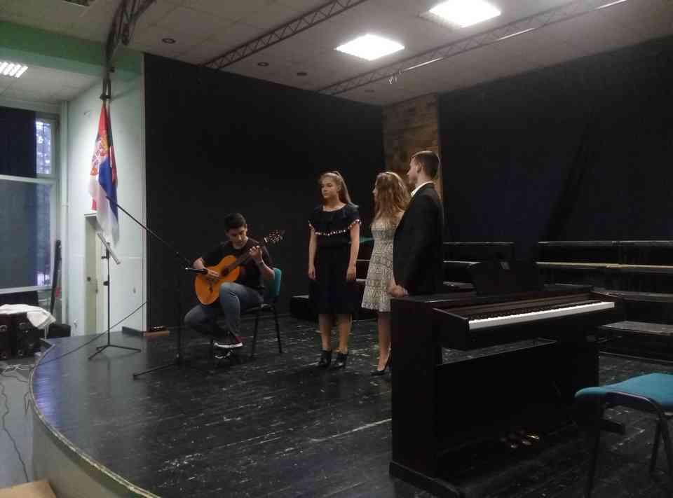 Veče solo pevanja učenika jagodinske gimnazije i muzičke škole Vladimir Đorđević iz Jagodine - slika 30