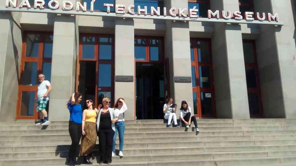 Ispred Nacionalnog tehničkog muzeja u Pragu