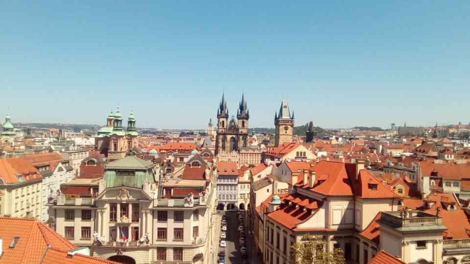 """Pogled na Prag sa vrha zgrade biblioteke """"Klementinum"""" u Pragu"""